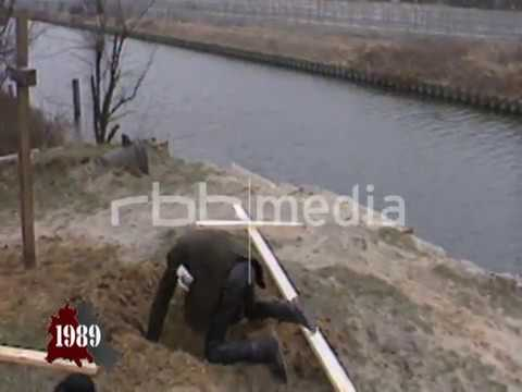 Last shoot-to-kill death at the Berlin Wall, 1989