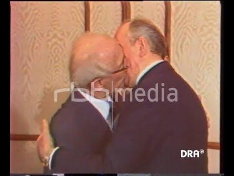 Kiss between Honecker and Gorbachev, 1985