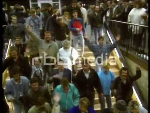 East Berliners flock to the West, 1989