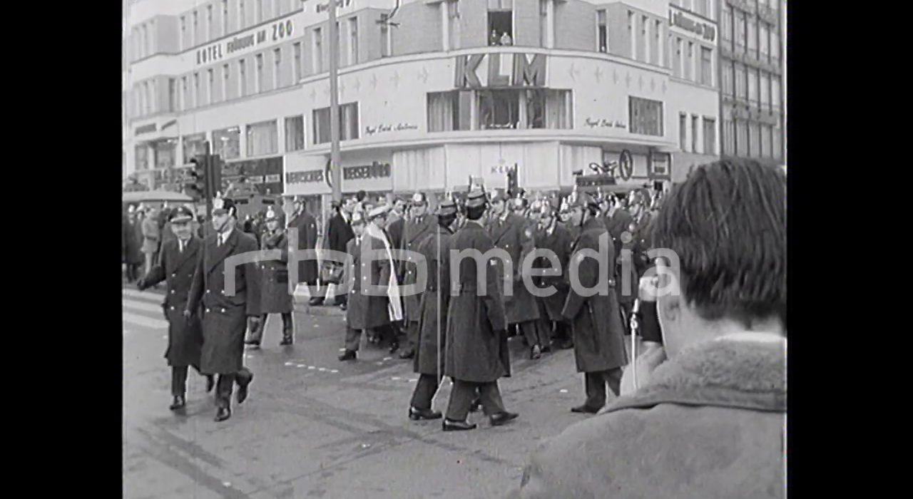 Chants and paroles on Kurfürstendamm, 1968