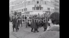 Sprechchöre und Parolen auf dem Kurfürstendamm, 1968